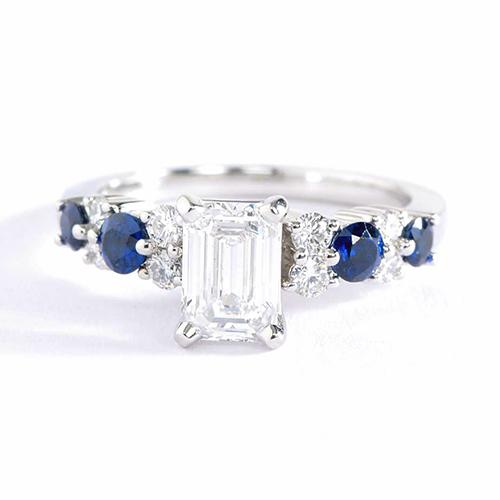 1.18 Carats VS2 H Graduated Emerald Cut Diamond Engagement Ring 18K White Gold