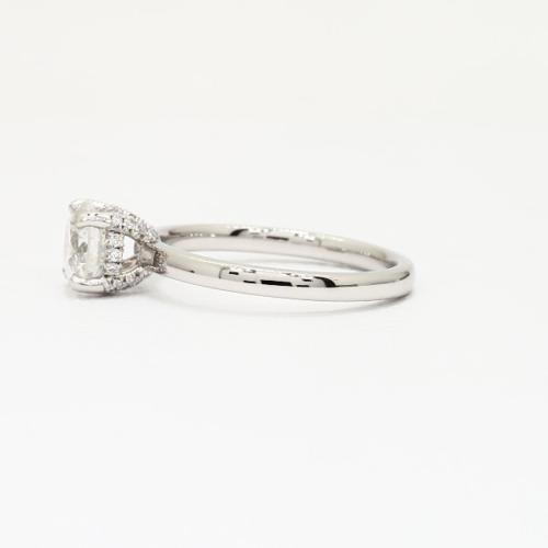 0.65 Carat SI2 F Collet Set Round Cut Diamond Engagement Ring Platinum