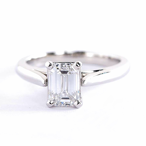 0.90 Ct VS2 F Classic Cathedral Emerald Diamond Engagement Ring 18K- Gold