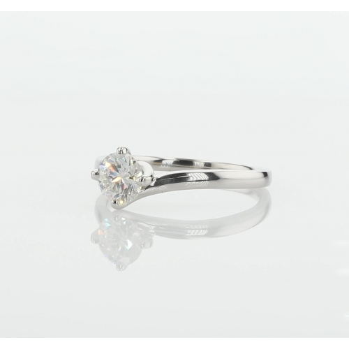 0.90 Ct SI2 F Twist Prongs Round Solitaire Diamond Engagement Ring 18K- Gold