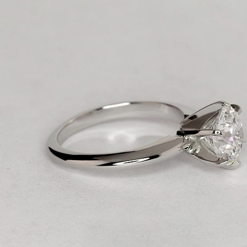1.50 Carats VS2 H Tapered Round Cut Solitaire Diamond Engagement Ring Platinum