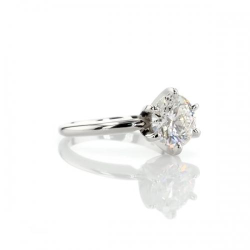 0.70 Carat SI2 F Tapered Round Cut Solitaire Diamond Engagement Ring Platinum