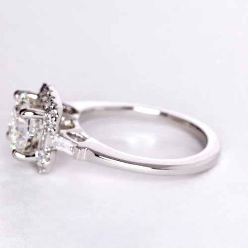 GIA Certified 0.85 Cts SI2 D RoundCut 3 Stone Diamond Engagement Ring 18K Gold